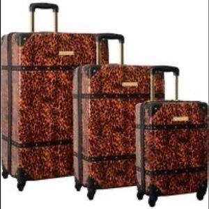 Vince Camuto Indigoh Spinner Hardshell Luggage Set